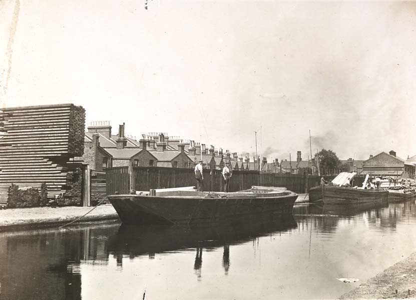 Between 6 - 8. Wharf Rigby F. W & Co. Ltd. and D. Dixon (from Crown Wharf).