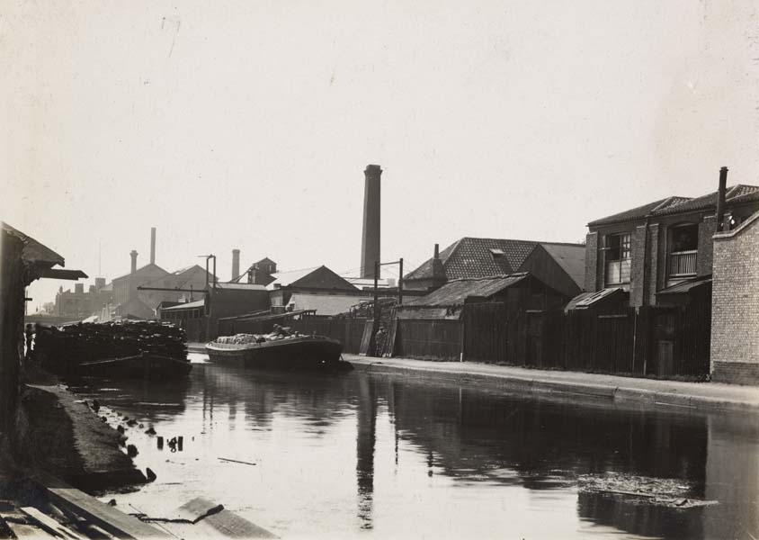 74 - 84. Wharf. Jackson & Sons - London Bottle Co. Strisgiss & Millrose Wharf. Prince & Co.